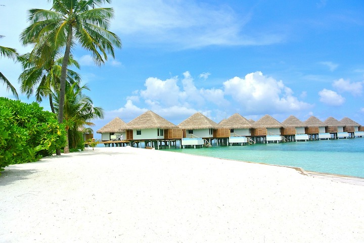 bungalow pilottis maldives